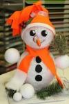 Leuchtender Schneemann mit oranger Mütze